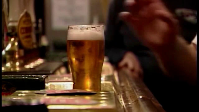 Alcoolul, consumat chiar si in cantitati mici, poate provoca leziuni ale creierului. Concluziile unui studiu recent