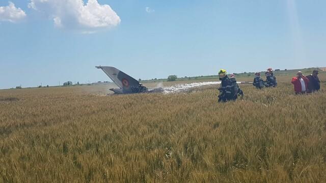 Un avion MIG 21 Lancer s-a prabusit in Constanta. Pilotul nu isi simte picioarele, iar marti va fi operat - Imaginea 2