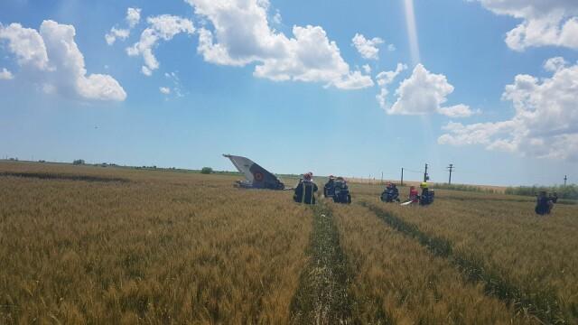 Un avion MIG 21 Lancer s-a prabusit in Constanta. Pilotul nu isi simte picioarele, iar marti va fi operat - Imaginea 3