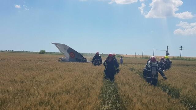 Un avion MIG 21 Lancer s-a prabusit in Constanta. Pilotul nu isi simte picioarele, iar marti va fi operat - Imaginea 4