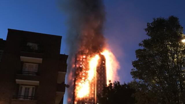 Incendiu violent la Londra. Turn cu 27 de etaje cuprins de flacari: 12 morti, 74 de raniti - 20 in stare critica - Imaginea 1