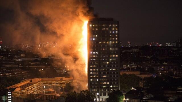Incendiu violent la Londra. Turn cu 27 de etaje cuprins de flacari: 12 morti, 74 de raniti - 20 in stare critica - Imaginea 3