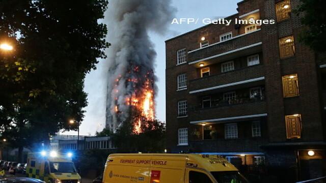 Incendiu violent la Londra. Turn cu 27 de etaje cuprins de flacari: 12 morti, 74 de raniti - 20 in stare critica - Imaginea 4