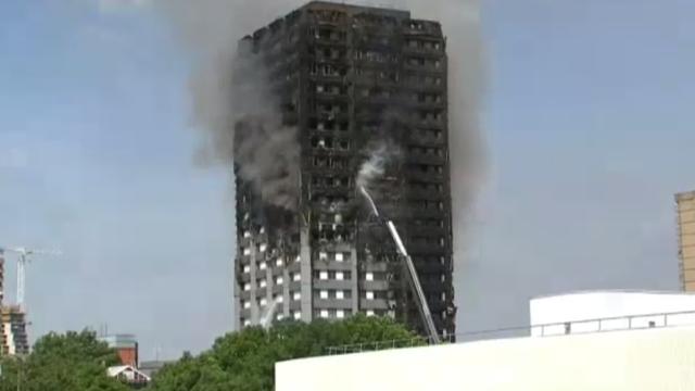 Incendiu violent la Londra. Turn cu 27 de etaje cuprins de flacari: 12 morti, 74 de raniti - 20 in stare critica - Imaginea 6