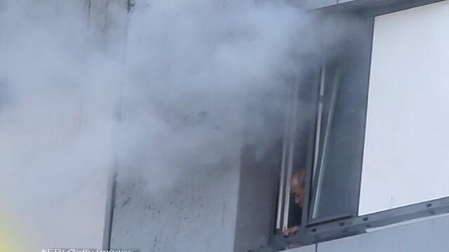 Incendiu violent la Londra. Turn cu 27 de etaje cuprins de flacari: 12 morti, 74 de raniti - 20 in stare critica - Imaginea 7