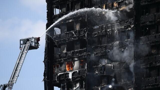 Incendiu violent la Londra. Turn cu 27 de etaje cuprins de flacari: 12 morti, 74 de raniti - 20 in stare critica - Imaginea 9