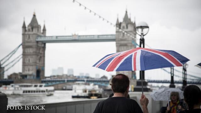 Romanii si europenii din Marea Britanie, pusi sa se inregistreze daca vor sa ramana dupa Brexit. May: \