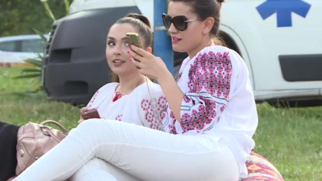 Festivalul Iei a adunat o multime de bucuresteni in Parcul Circului. Au ascultat muzica folclorica, dar si electronica