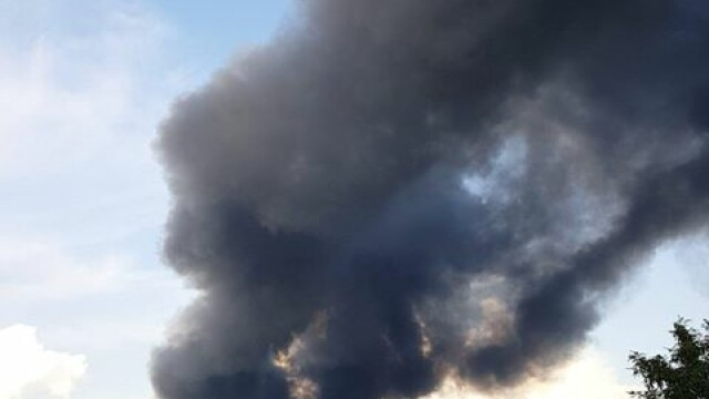 Incendiu puternic in Balotesti, pe o suprafata de 7.000 metri patrati. Arafat: