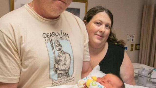 O americanca a nascut inainte de termen un bebelus a carui greutate a doborat recordul maternitatii. Ce planuri are tatal sau