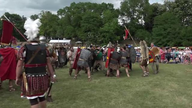 Festivalul unde dacii s-au duelat cu romanii. Un războinic a fost luat în dubă