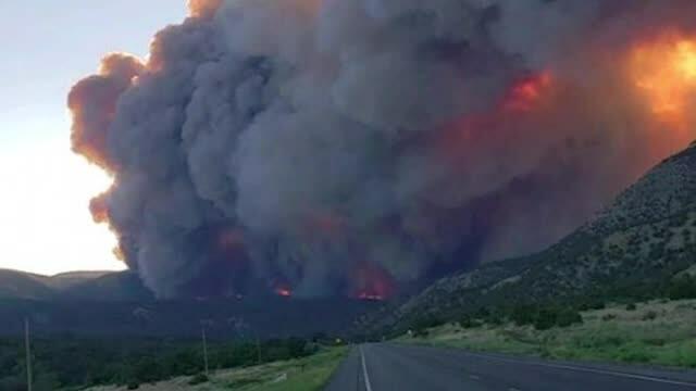 Incendii devastatoare în Statele Unite. O plajă celebră a fost distrusă