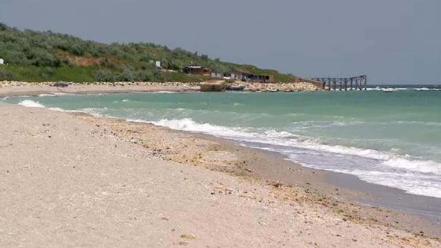 Plaja sălbatică de la Tuzla, ochită de antreprenori. Mulți se tem că va ajunge ca Năvodari sau Vama Veche