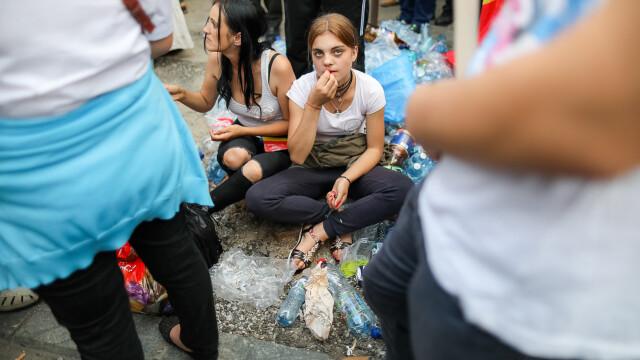 Cele două Românii. GALERIE FOTO cu protestele din weekend: PSD contra #rezist - Imaginea 2