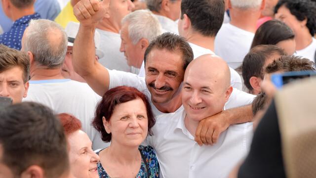 Cele două Românii. GALERIE FOTO cu protestele din weekend: PSD contra #rezist - Imaginea 7