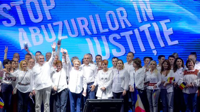 Cele două Românii. GALERIE FOTO cu protestele din weekend: PSD contra #rezist - Imaginea 10