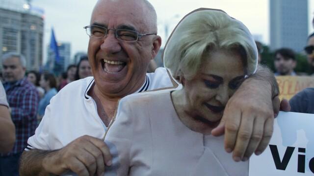 Cele două Românii. GALERIE FOTO cu protestele din weekend: PSD contra #rezist - Imaginea 15