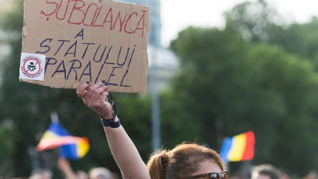 Cele două Românii. GALERIE FOTO cu protestele din weekend: PSD contra #rezist - Imaginea 17