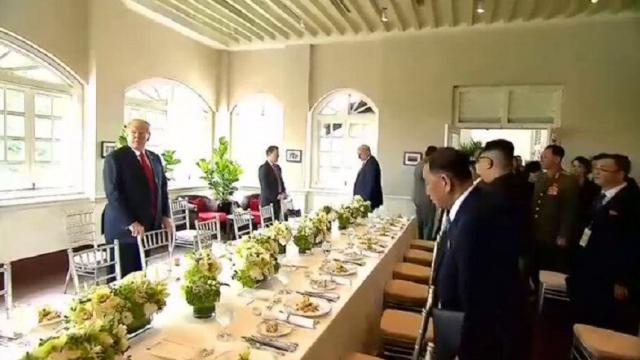 Trump şi Kim, discuții și în timpul mesei. Ce au mâncat cei doi președinți