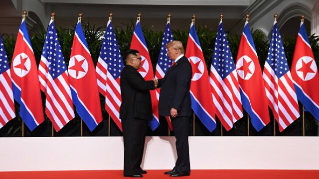 Momentul în care Trump i-a strâns mâna lui Kim Jong-un pentru prima dată. Analiza experților