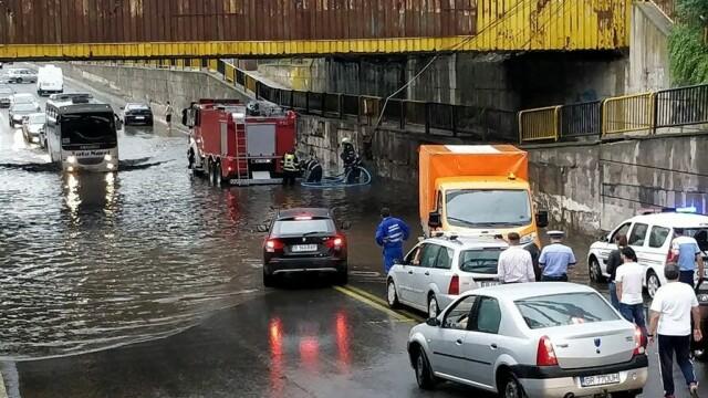 Pasajul Jilava, inundat. Pompierii au fost chemați să intervină