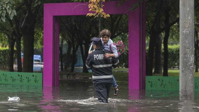 Mai multe străzi din Capitală au fost inundate, după o ploaie torențială