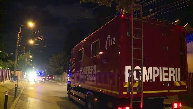 Un autocar în care se aflau 45 de persoane a luat foc în mers. VIDEO
