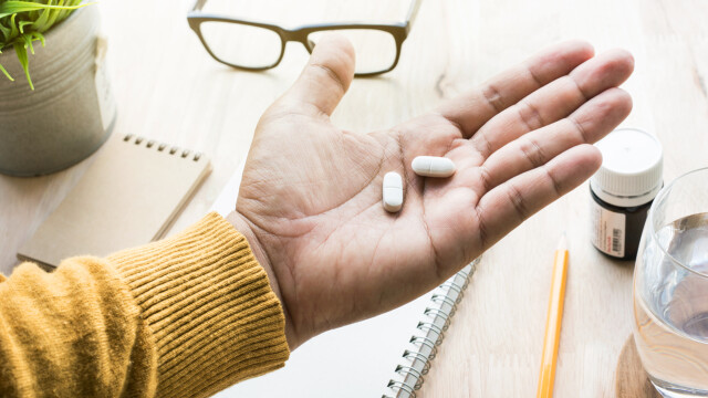 Ce a pățit un bărbat care a înghițit sodă caustică, încercând să trateze o migrenă