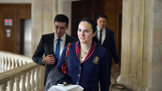 Alina Bica, condamnată definitiv la 4 ani de închisoare cu executare, a fost prinsă de poliţişti în Italia - Imaginea 5
