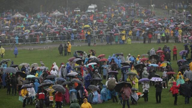 Papa Francisc în România. 150.000 de pelerini au fost alături de Papă, la Iași, în a doua zi a vizitei. VIDEO - Imaginea 7