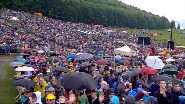 Papa Francisc în România. 150.000 de pelerini au fost alături de Papă, la Iași, în a doua zi a vizitei. VIDEO - Imaginea 10