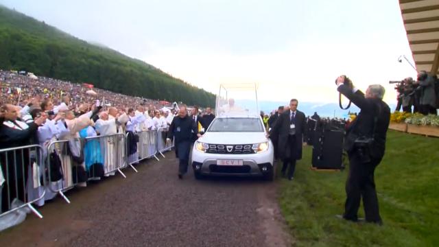 Papa Francisc în România. 150.000 de pelerini au fost alături de Papă, la Iași, în a doua zi a vizitei. VIDEO - Imaginea 12