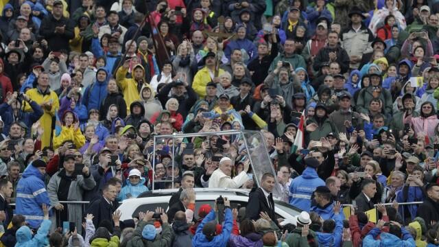 Papa Francisc în România. 150.000 de pelerini au fost alături de Papă, la Iași, în a doua zi a vizitei. VIDEO - Imaginea 14