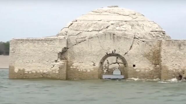 """Povestea bisericii care """"s-a ridicat"""" deasupra apei. A fost construită în secolul 17. VIDEO"""