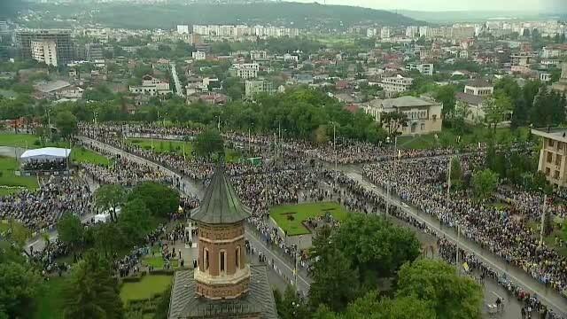 Papa Francisc în România. 150.000 de pelerini au fost alături de Papă, la Iași, în a doua zi a vizitei. VIDEO - Imaginea 16