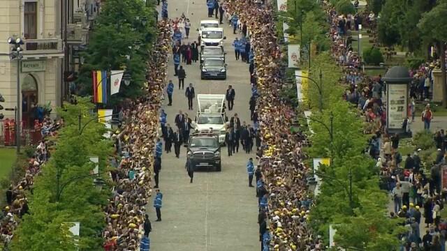Papa Francisc în România. 150.000 de pelerini au fost alături de Papă, la Iași, în a doua zi a vizitei. VIDEO - Imaginea 18