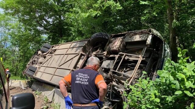 Plan Roşu, după ce un autocar cu copii s-a răsturnat între Pârâul Rece şi Râşnov - Imaginea 1