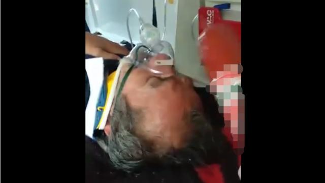 Un pacient în ambulanță a fost lovit cu o bucată de parizer de un paramedic