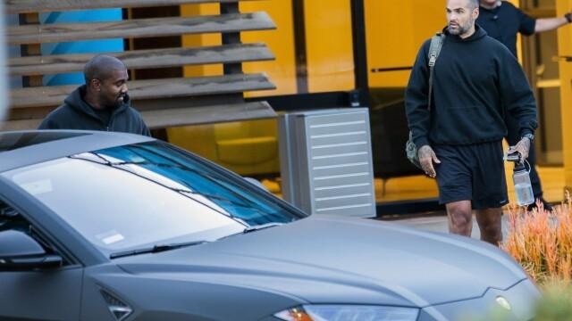 Motivul pentru care Kanye West nu mai iese din casă decât cu 3 Lamborghini negre - Imaginea 6