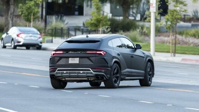 Motivul pentru care Kanye West nu mai iese din casă decât cu 3 Lamborghini negre - Imaginea 5