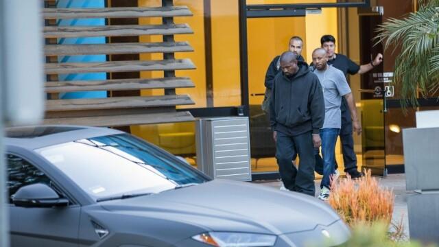 Motivul pentru care Kanye West nu mai iese din casă decât cu 3 Lamborghini negre - Imaginea 4