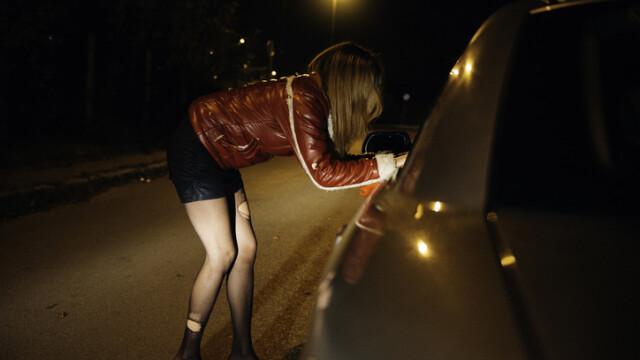 Adolescentă exploatată sexual, în Gorj. Ce sumă au obținut proxeneții pe seama ei