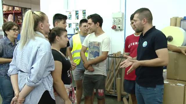 Elevii și studenții, atrași cu oferte tentante pentru joburile de vară