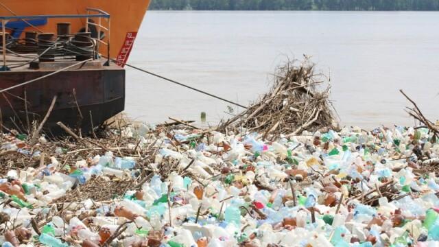 Poluare pe Dunăre. Video cu tonele de deșeuri strânse la Galați, după inundații - Imaginea 2