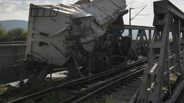 ANIMAȚIE GRAFICĂ cu trenul deraiat după ce a lovit un camion în Bacău - Imaginea 10
