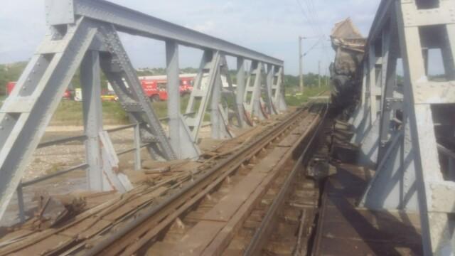 ANIMAȚIE GRAFICĂ cu trenul deraiat după ce a lovit un camion în Bacău - Imaginea 4