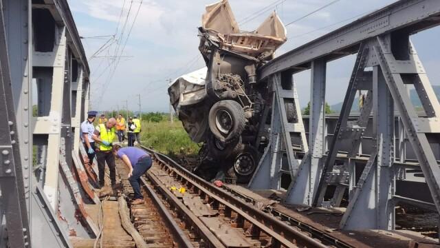 ANIMAȚIE GRAFICĂ cu trenul deraiat după ce a lovit un camion în Bacău - Imaginea 2