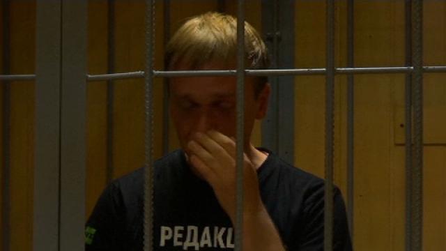 """Jurnalistul rus arestat a izbucnit în plâns după gratii: """"Asist la înmormântarea mea"""""""