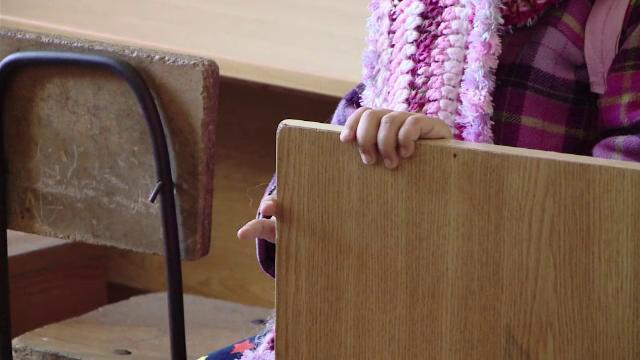 Fetiţă de 3 ani, găsită singură într-o staţie de autobuz din Bârlad. Ce se întâmplase