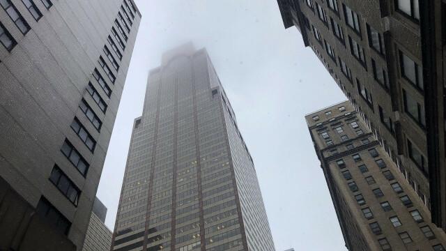 Elicopter prăbușit pe acoperișul unui bloc-turn din Manhattan. Pilotul aeronavei a murit - Imaginea 4